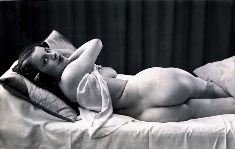 File Ostra Woman On Bed Jpg Wikimedia Commons