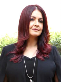 Pooja Bhatt grace the press meet of the film Cabaret at JW Marriott Juhu (2) (cropped).jpg