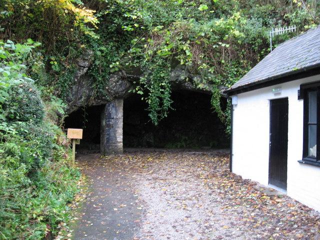 Poole's Cavern - geograph.org.uk - 1565540