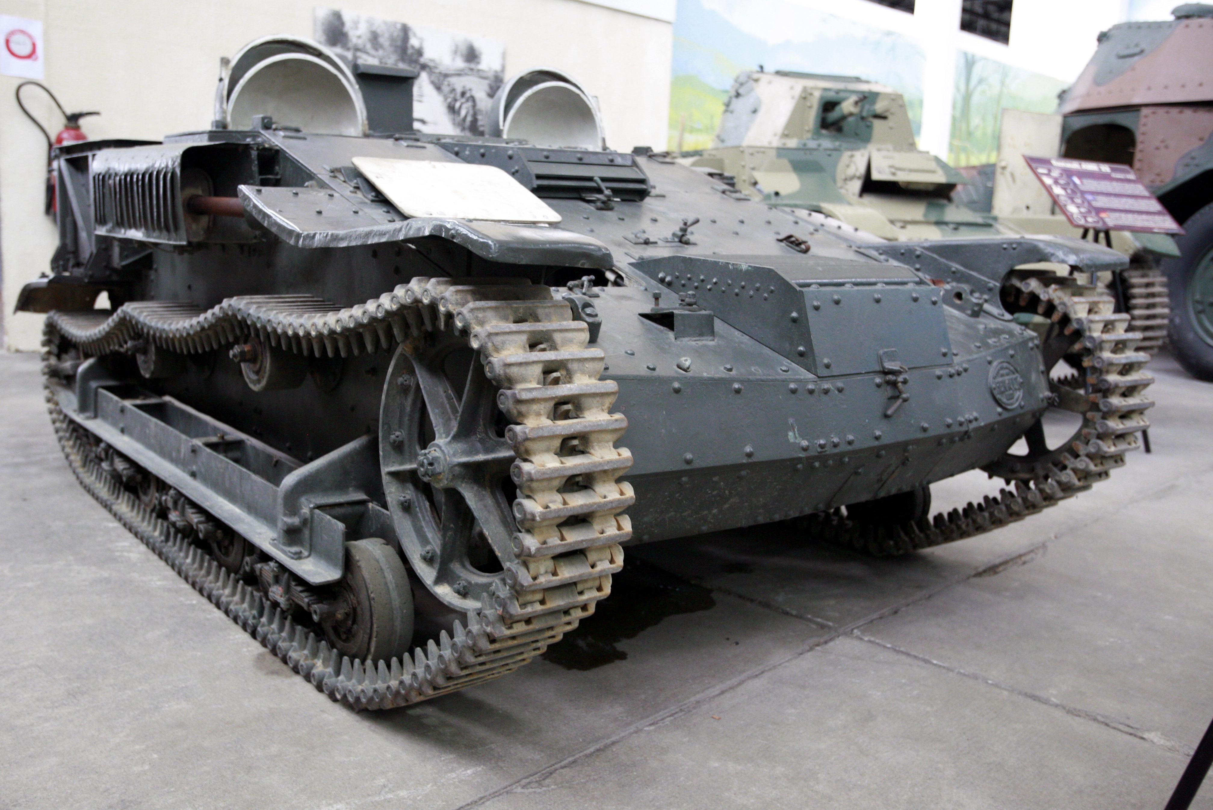 Un char sous l'aéroport d'Orly  Renault_UE_Chenillette_mg_7794
