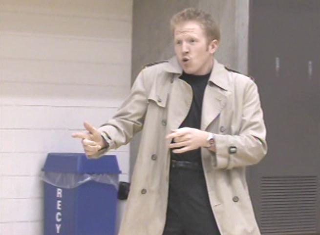 Файлrick astley impersonator rickrolling a basketball