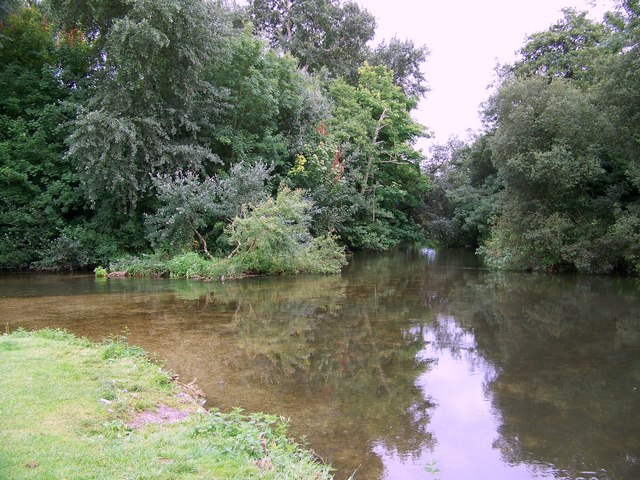 File:River Nadder, Bemerton - geograph.org.uk - 917089.jpg