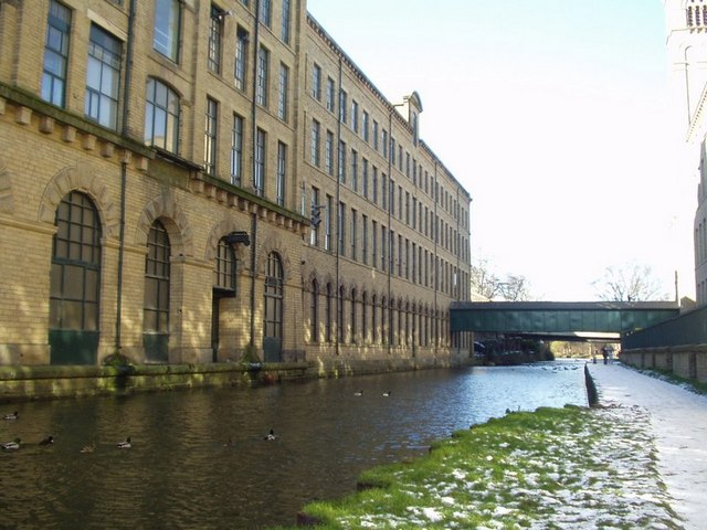 Salt's Mill from the canal, Saltaire - geograph.org.uk - 133281