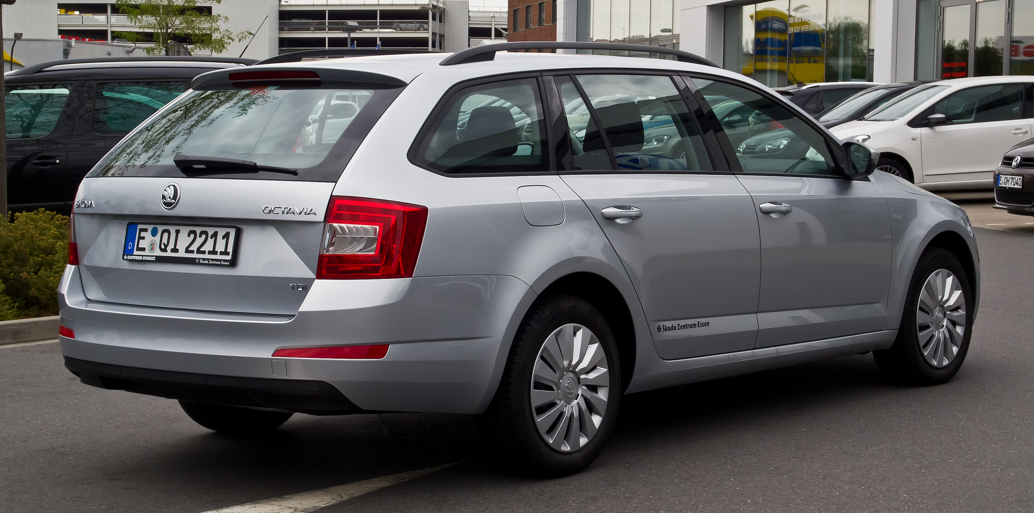 file skoda octavia combi 1 6 tdi ambition iii heckansicht 11 august 2013. Black Bedroom Furniture Sets. Home Design Ideas