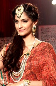 Description de l'image Sonam Kapoor at the IIJW 2013 Finale.jpg.