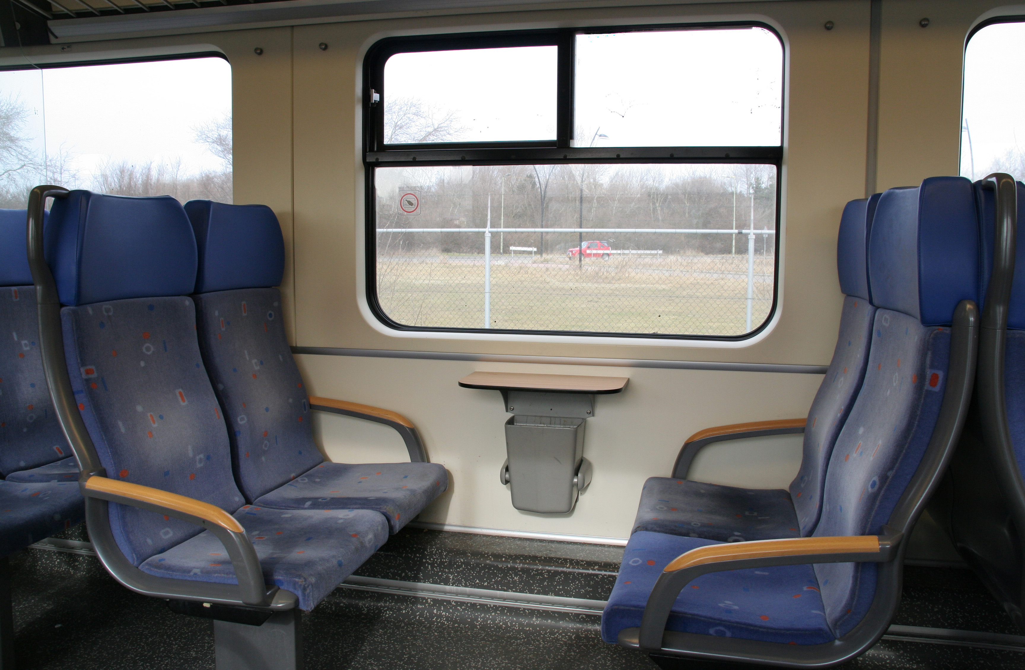 File:Sprinter Interieur 2e klas 2.jpg - Wikimedia Commons