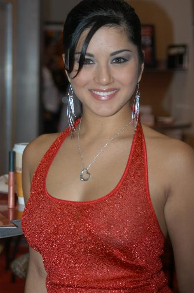 http://upload.wikimedia.org/wikipedia/commons/a/a4/Sunny_Leone_at_2005_AEE_Sunday_3.jpg