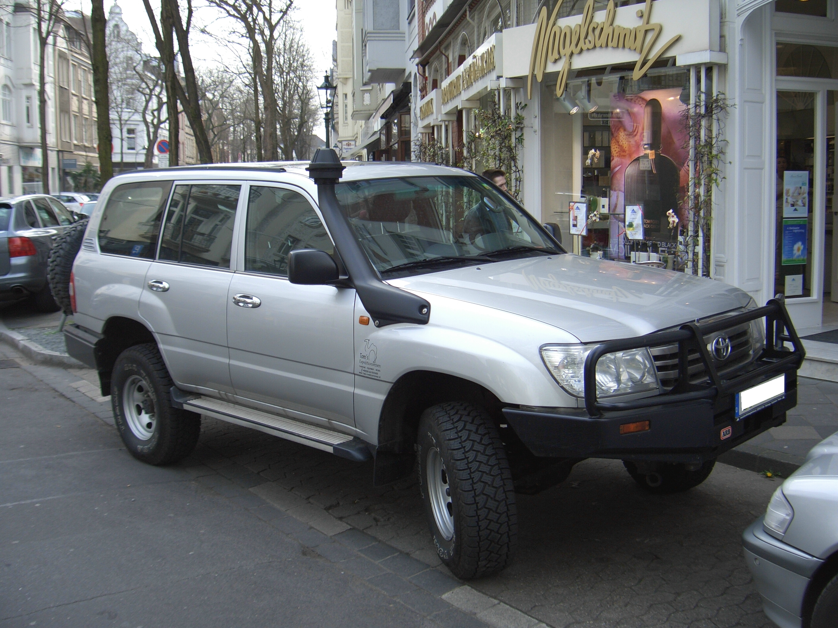 Toyota Land Cruiser Wiki >> File:Toyota Land Cruiser 100 series 1998-2007 TOMS FAHRZEUGTECHNIK conversion frontright 2008-04 ...