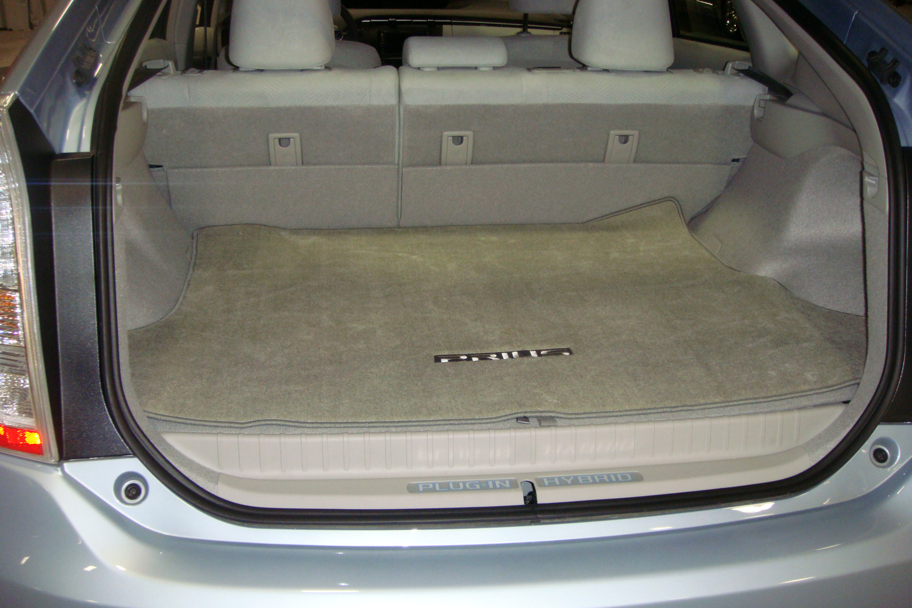 toyota prius v boot space. Black Bedroom Furniture Sets. Home Design Ideas