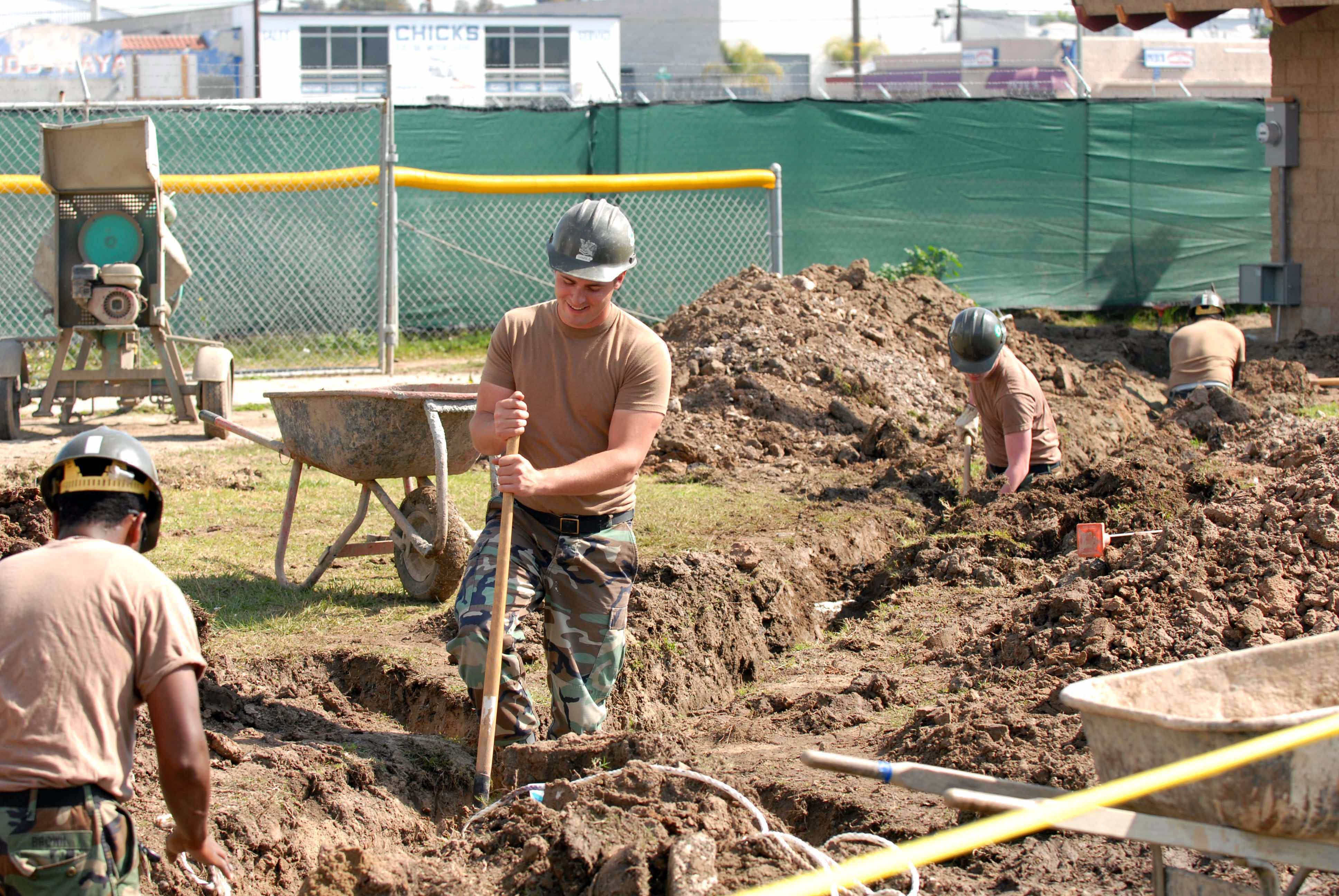 File:US Navy 070307-N-0888R-096 Sailors assigned to Construction