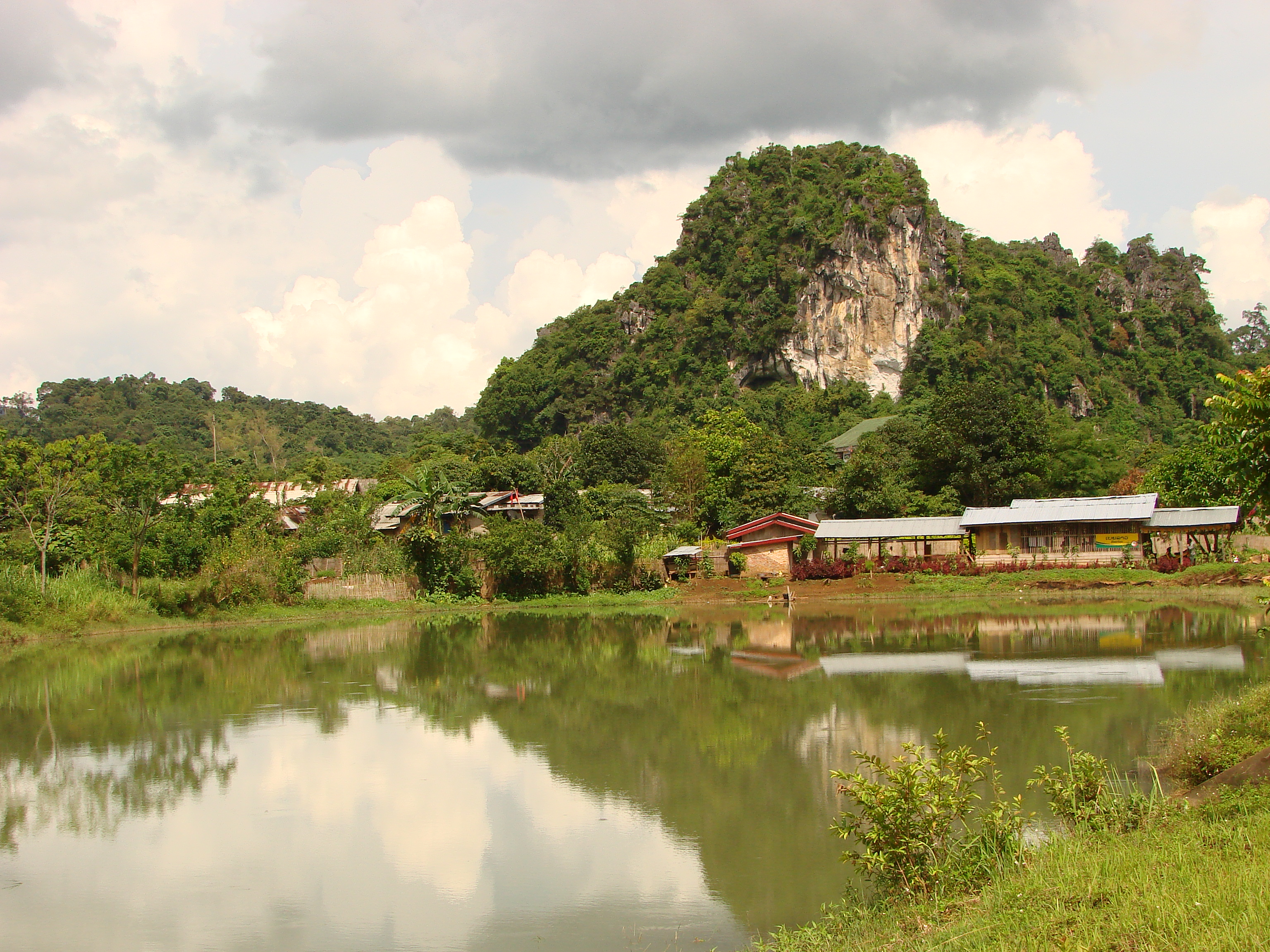 Vieng Xai Laos  city photos gallery : Description Vieng Xai Laos02