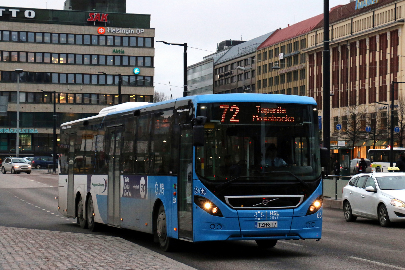 File Volvo B8rle 8900le Tri Axle Bus In Hakaniemi