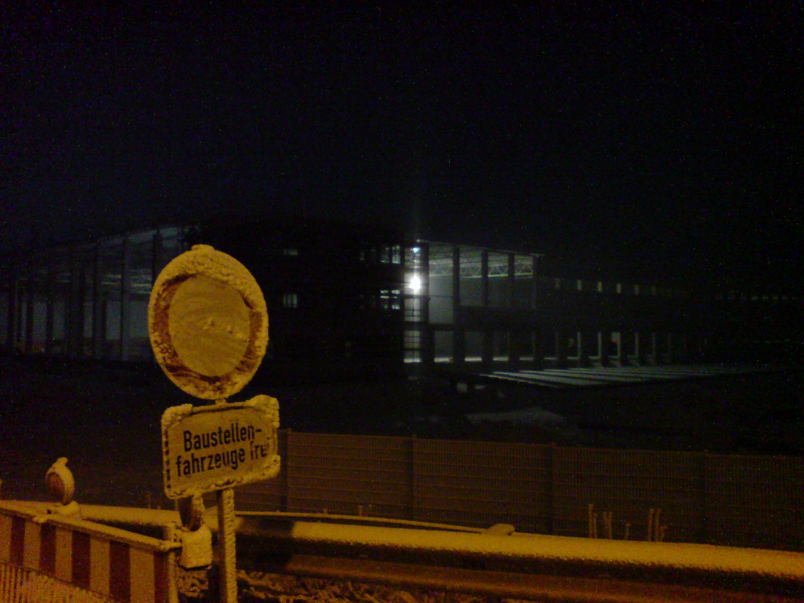 http://upload.wikimedia.org/wikipedia/commons/a/a4/Warehouse_Construction_At_Night.jpg