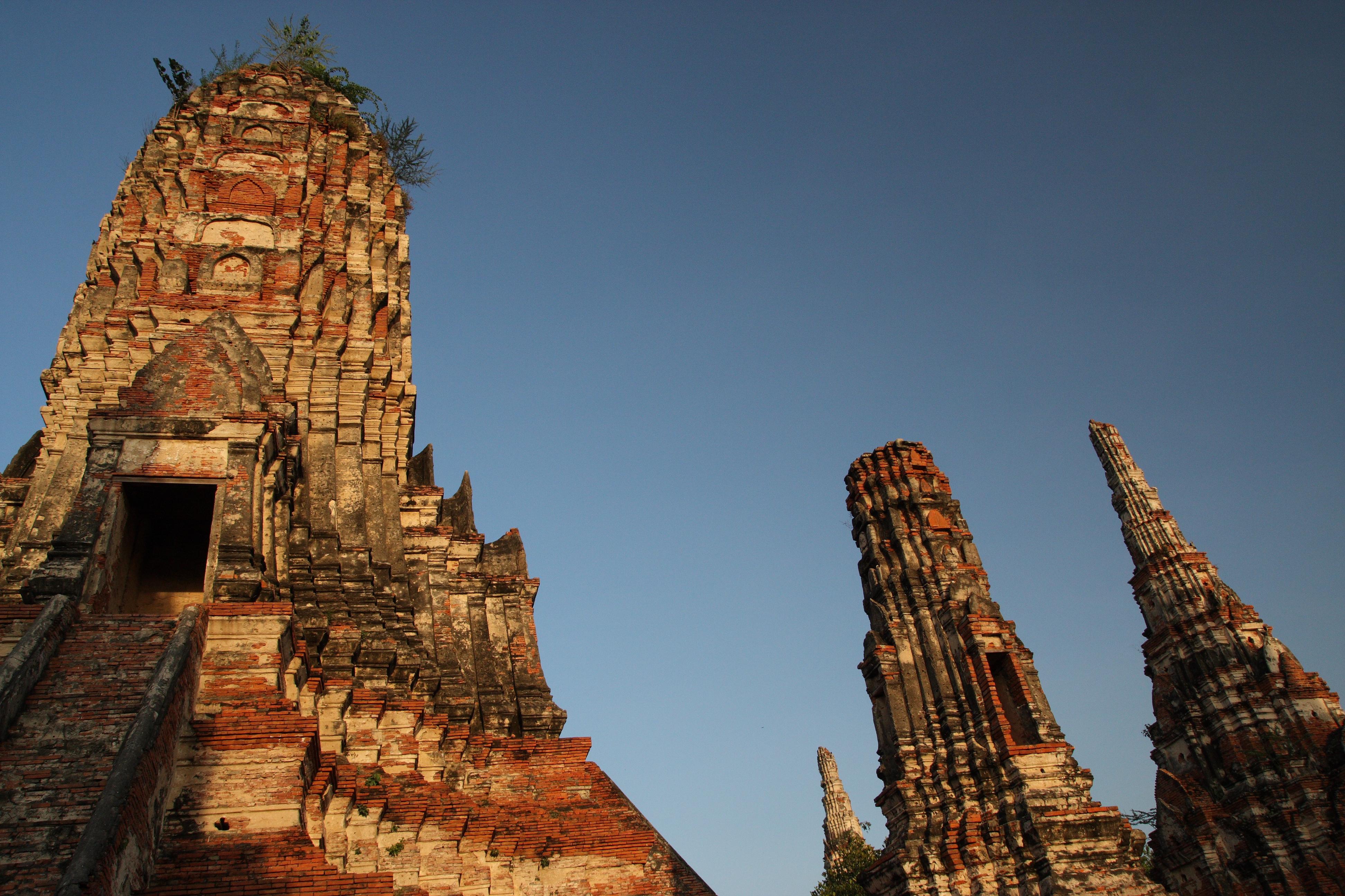 File:Wat Chaiwatthanaram, Ayutthaya, Thailand (5257457170).jpg