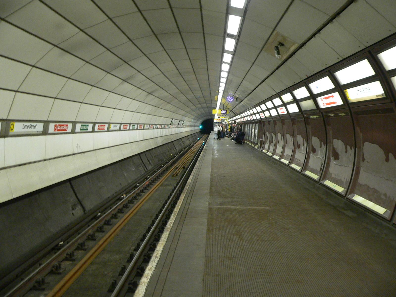 FileWirral Line Platform At Liverpool Lime Street 01