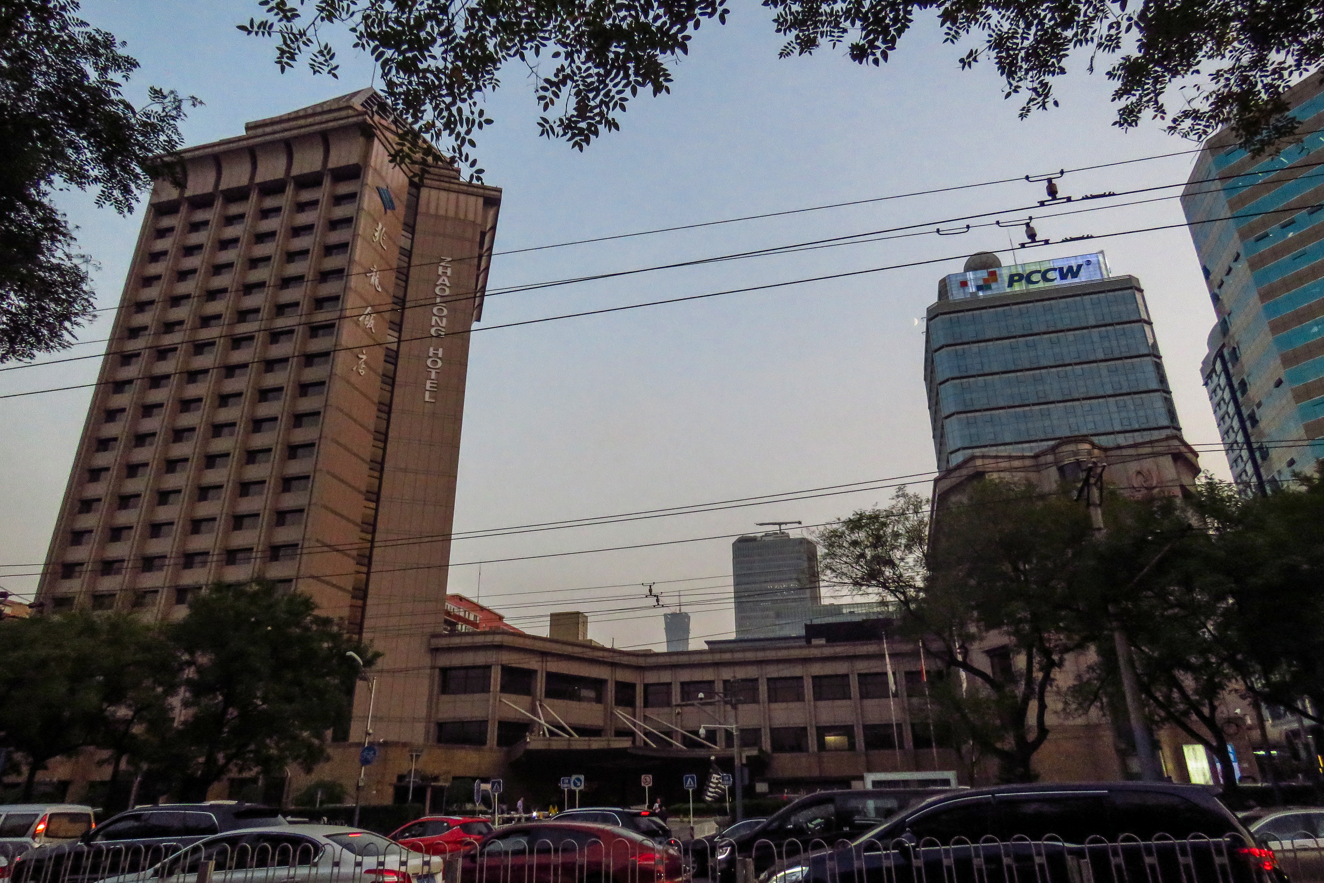 龍 飯店 大 酒店靠近 龙冈清真寺,