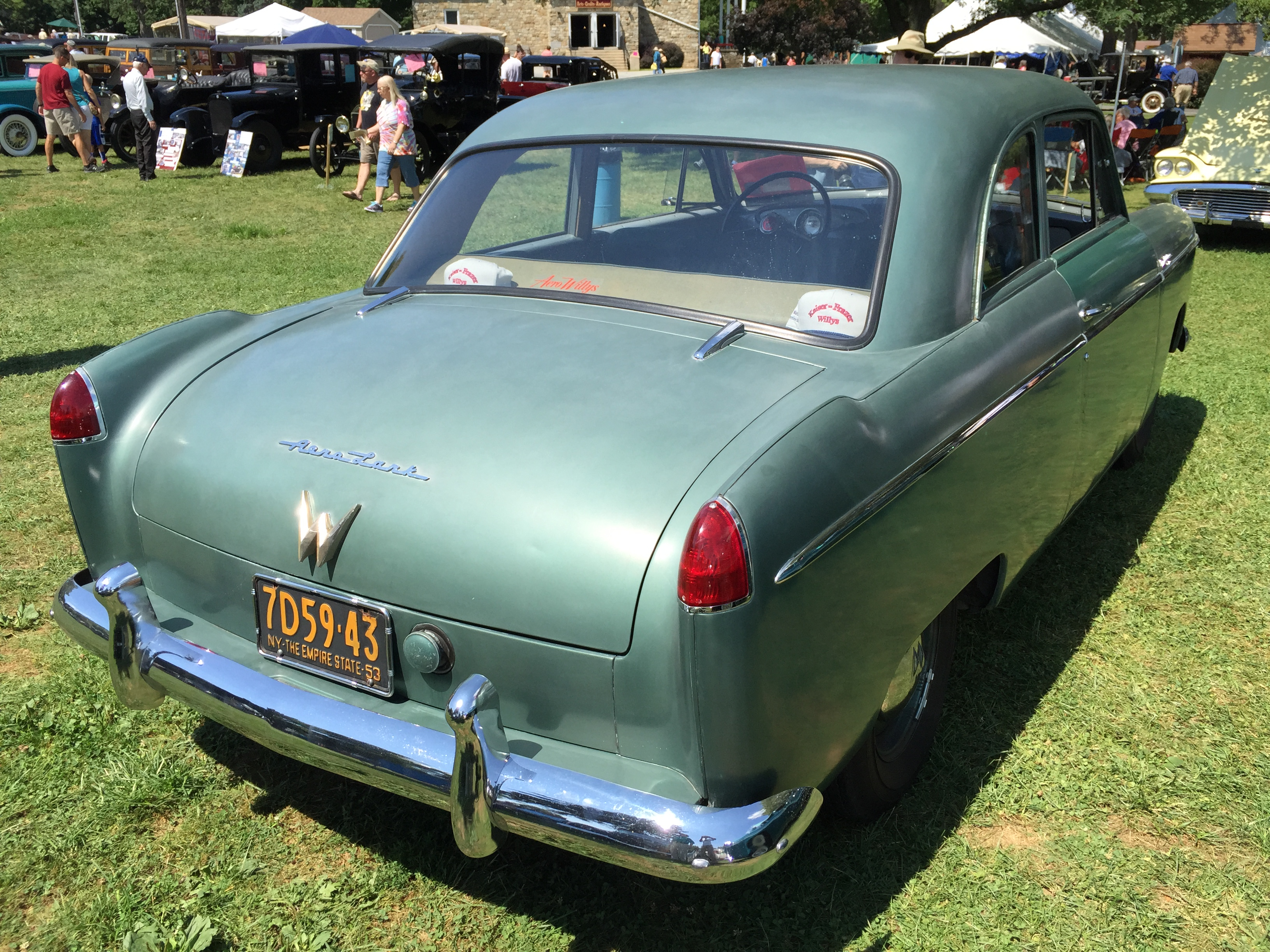 1953_Willys_Aero_Lark_at_2015_Macungie_s