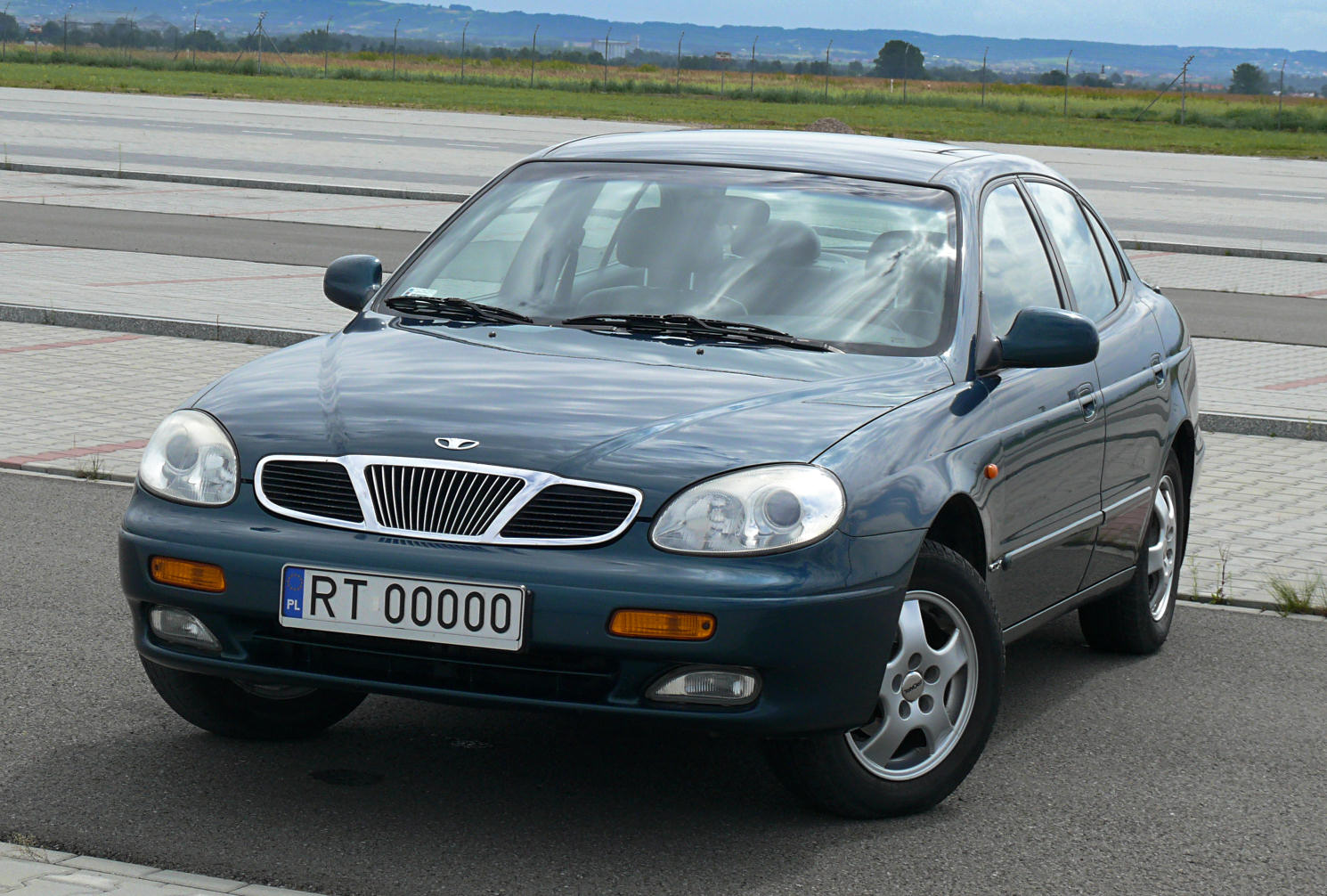 File:1999 Daewoo Leganza.jpg - Wikipedia, the free encyclopedia