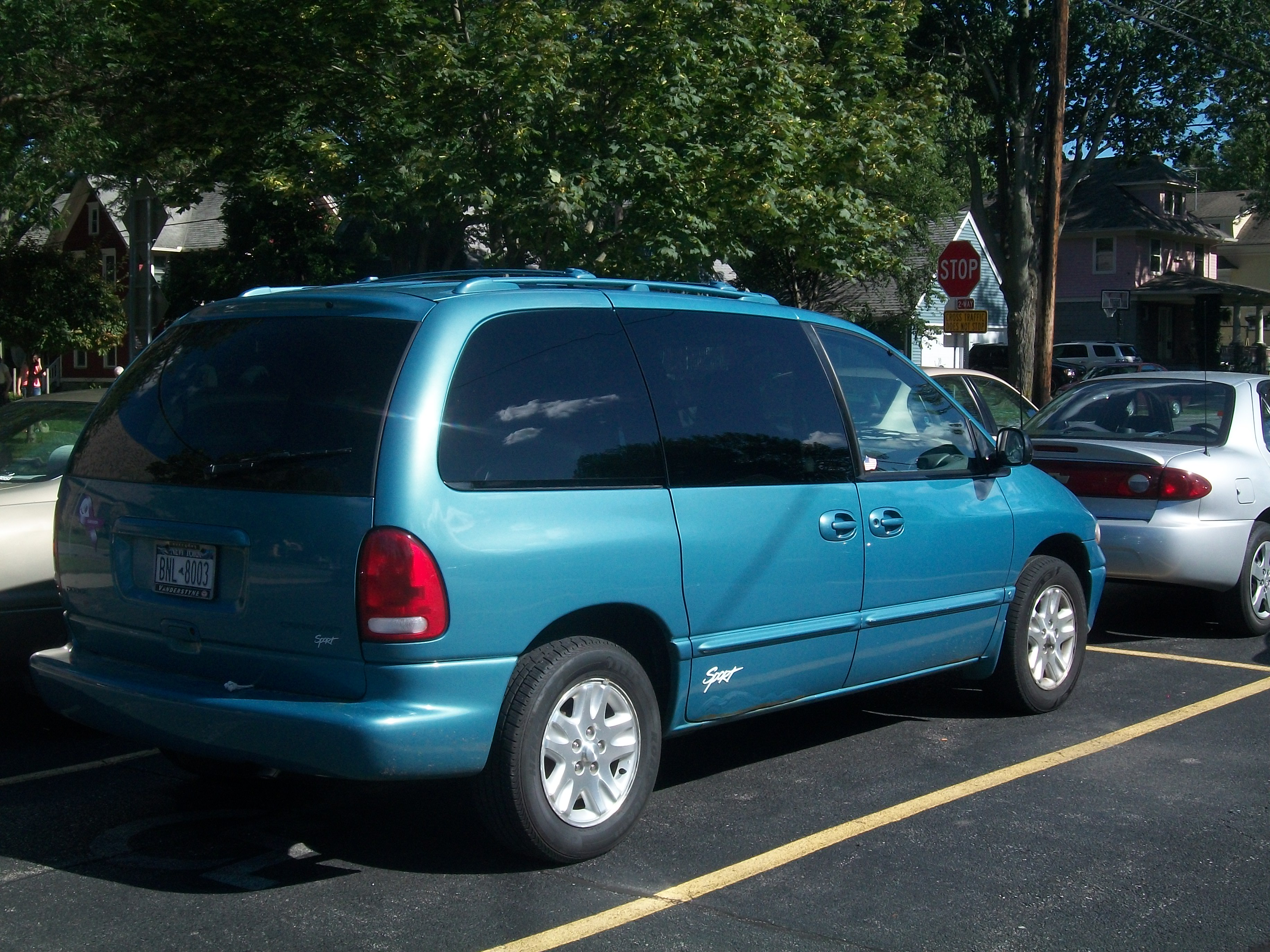 Build A Dodge >> File:1999 Dodge Grand Caravan Sport.JPG - Wikimedia Commons