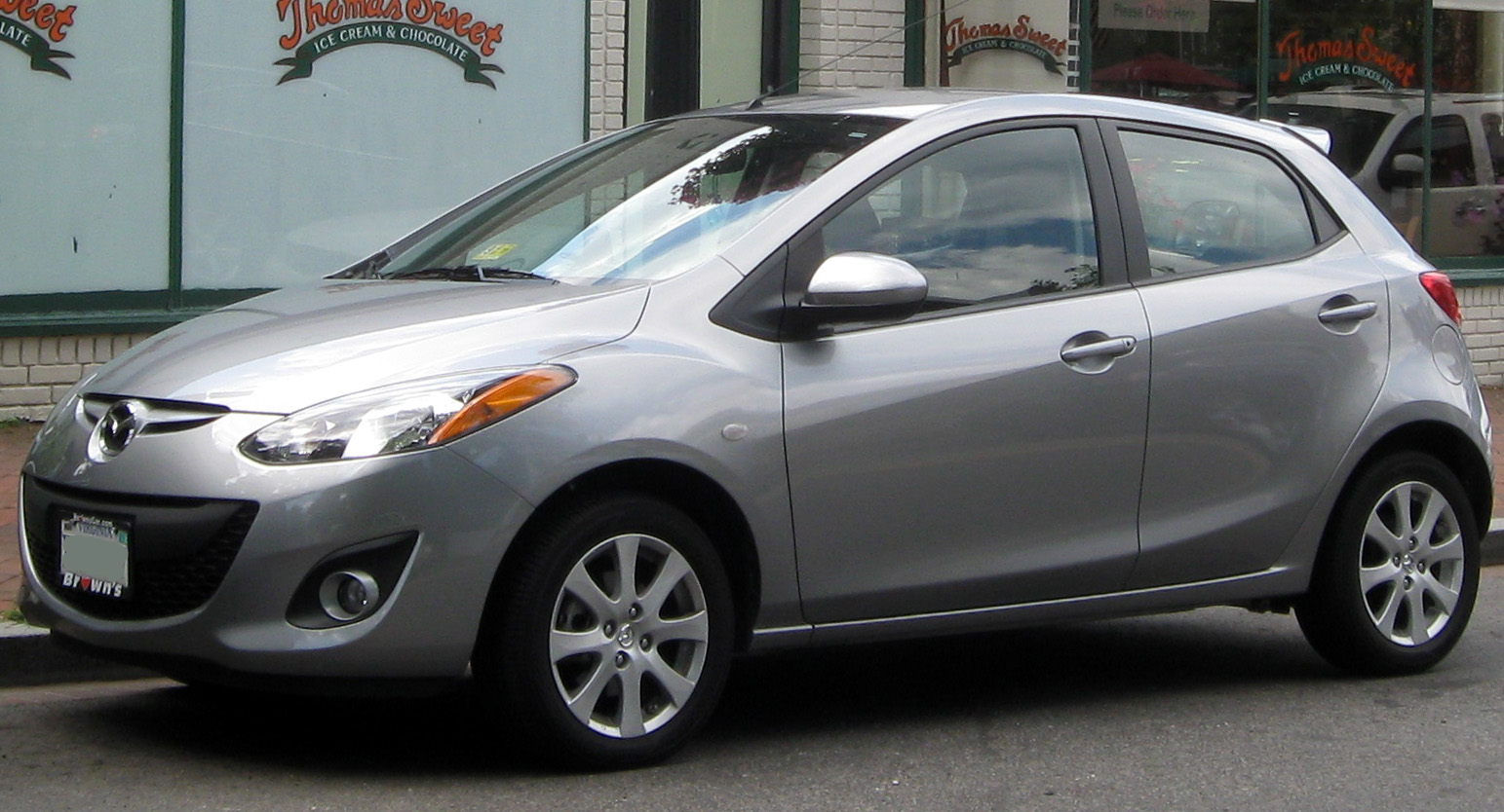File:2011 Mazda2 -- 08-10-2011.jpg - Wikimedia Commons