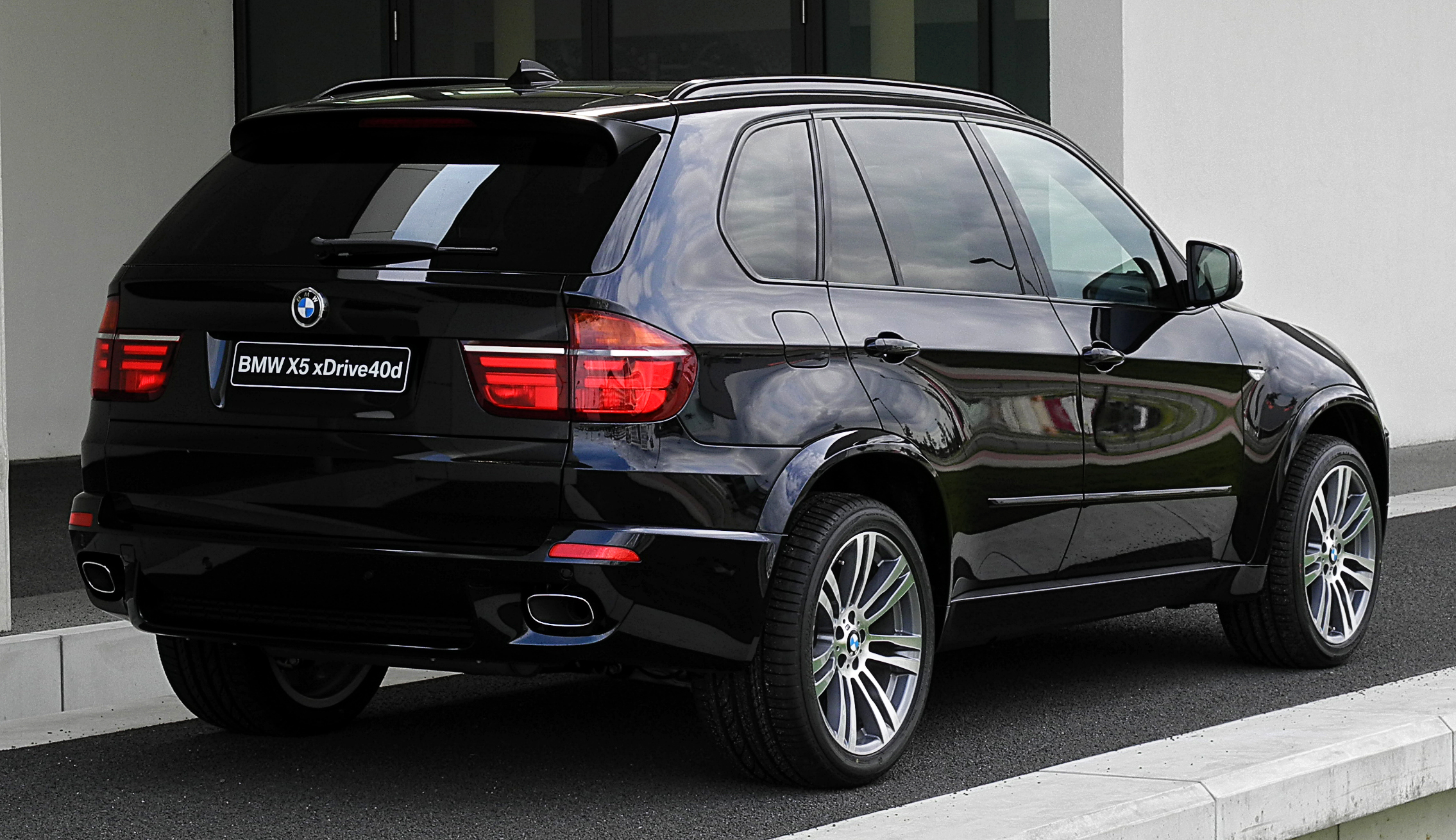 file bmw x5 xdrive40d m sportpaket e70 facelift heckansicht 2 juli 2011 d. Black Bedroom Furniture Sets. Home Design Ideas
