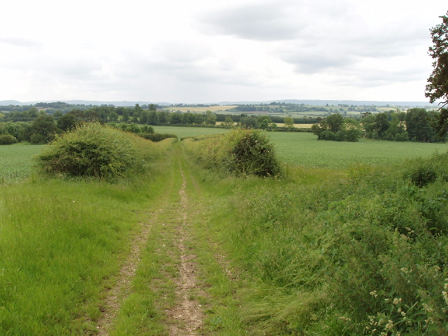 Bridleway to Eythrope Park - geograph.org.uk - 467962