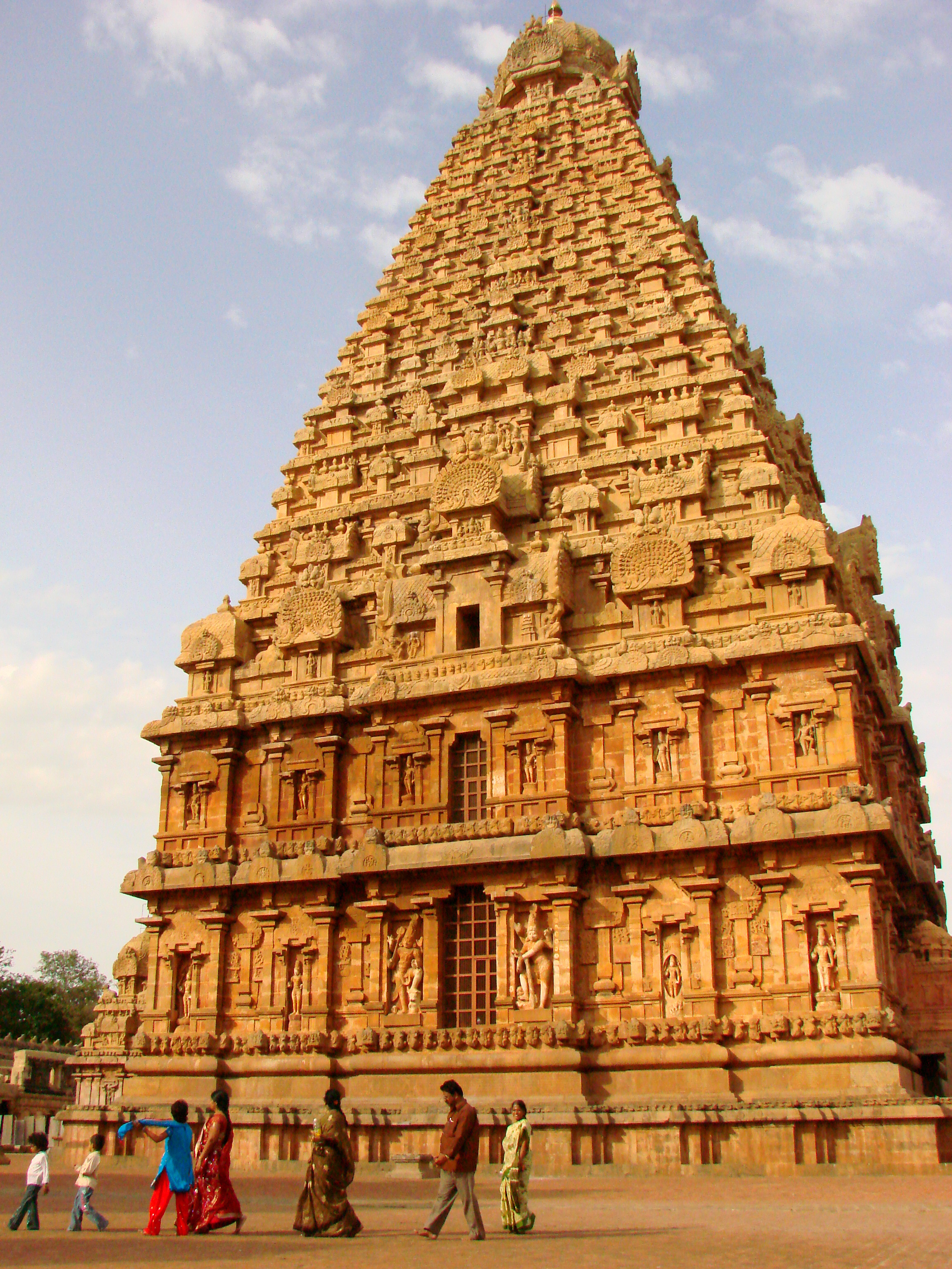 Indija - Page 3 Brihadishwara_Temple_at_Sunset_-_Thanjavur_-_India