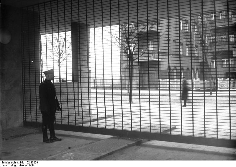 Polizeiunterkunft Bundesarchiv, Bild 102-13029 / CC-BY-SA 3.0 [CC BY-SA 3.0 de (https://creativecommons.org/licenses/by-sa/3.0/de/deed.en)], via Wikimedia Commons