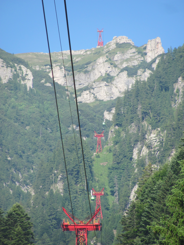 Busteni-Telecabinele_pe_traseu-iulie2011.JPG