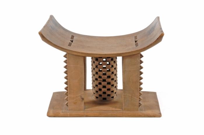 File:COLLECTIE TROPENMUSEUM Zetel van een hoofd met ceremoniele en rituele betekenis TMnr 2526-1.jpg