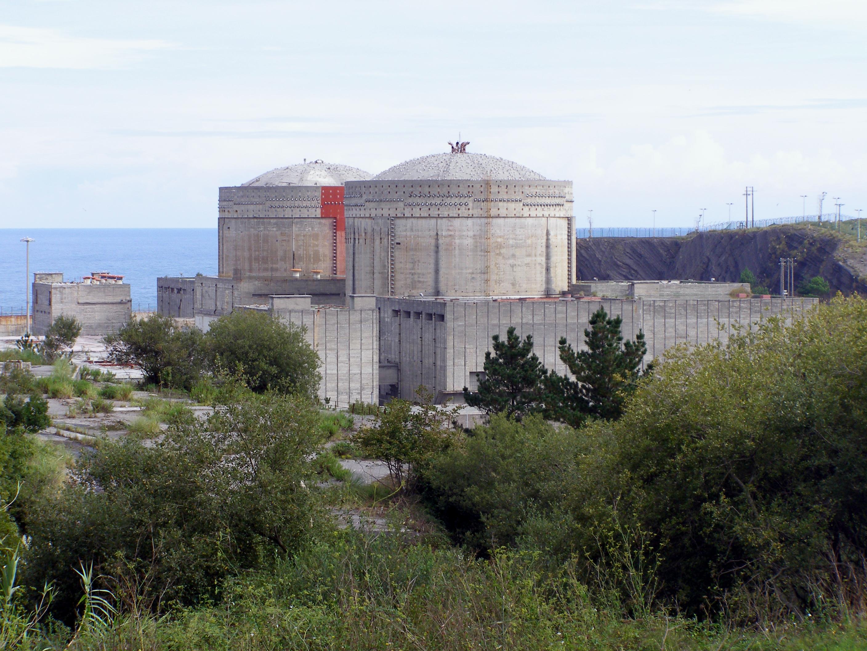 Lemóniz: construída em área separatista, teve as obras suspensas por bombas, sequestro e morte de um engenheiro.