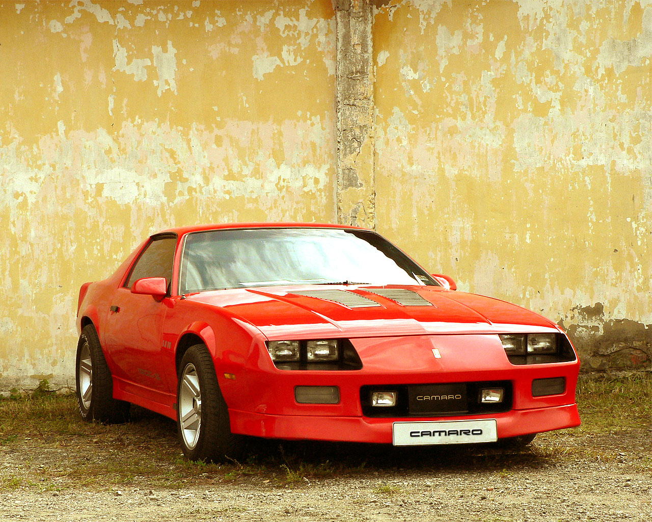 File chevrolet camaro iroc z red front view