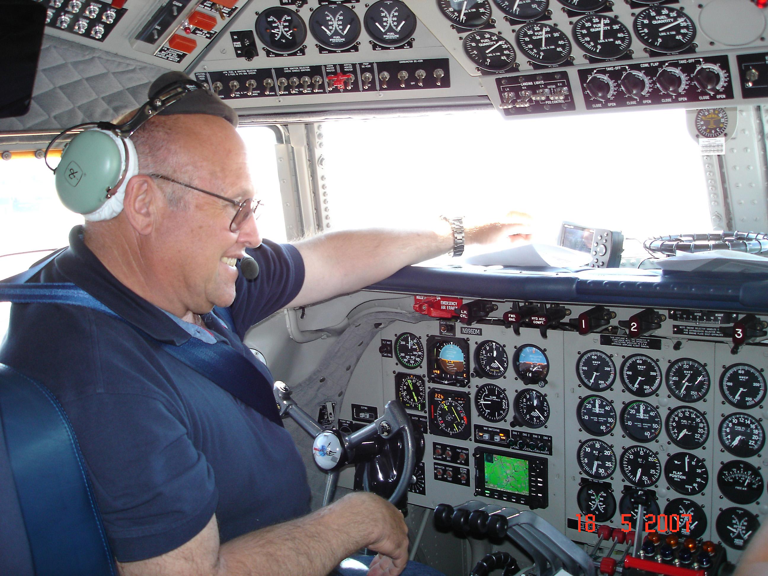 PMDG para X-Plane - Página 2 Cockpit_dc6B