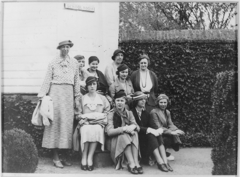 File:Eleanor Roosevelt at Tod Hunter School visit to Mount ...