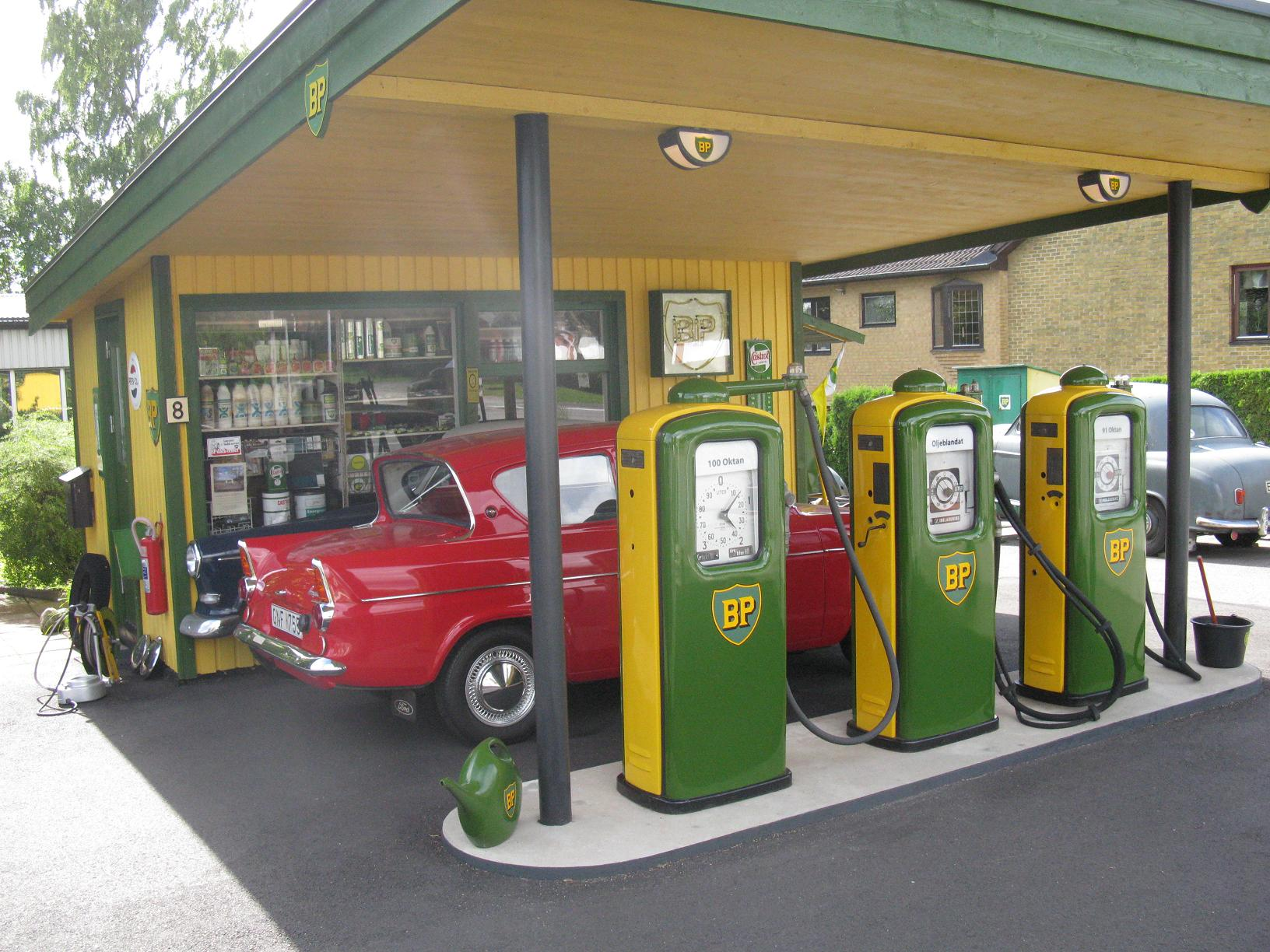 File:Ford Anglia & BP Gas Station (5012581269).jpg - Wikimedia Commons