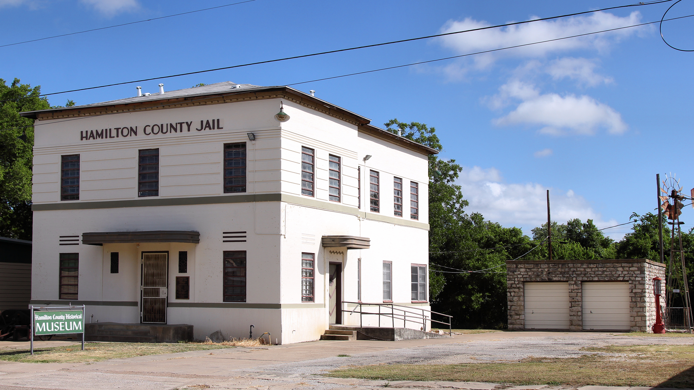 File:Former Hamilton County Texas Jail and Outbuilding jpg