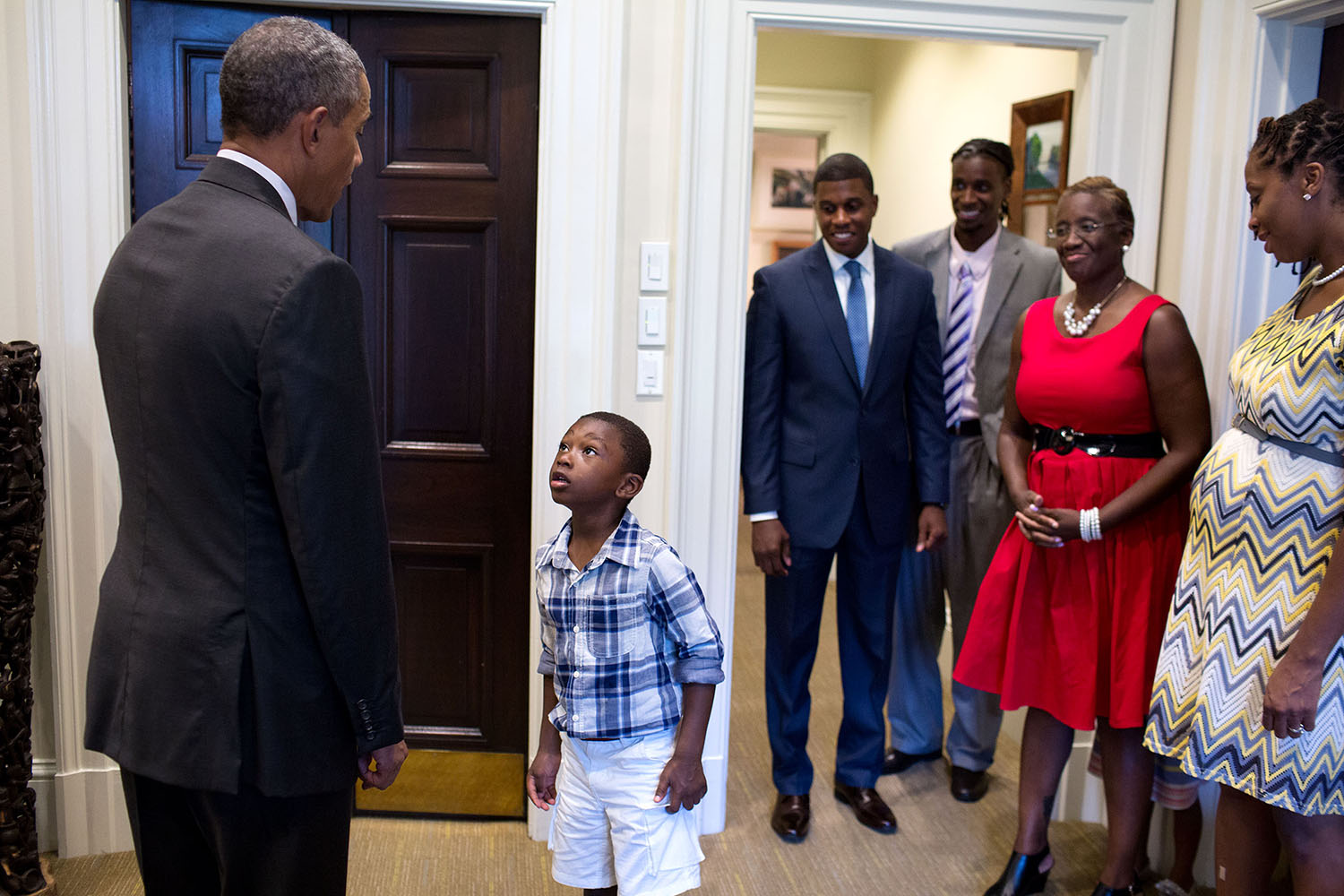 File:Four-year-old Malik Hall greets President Obama.jpg