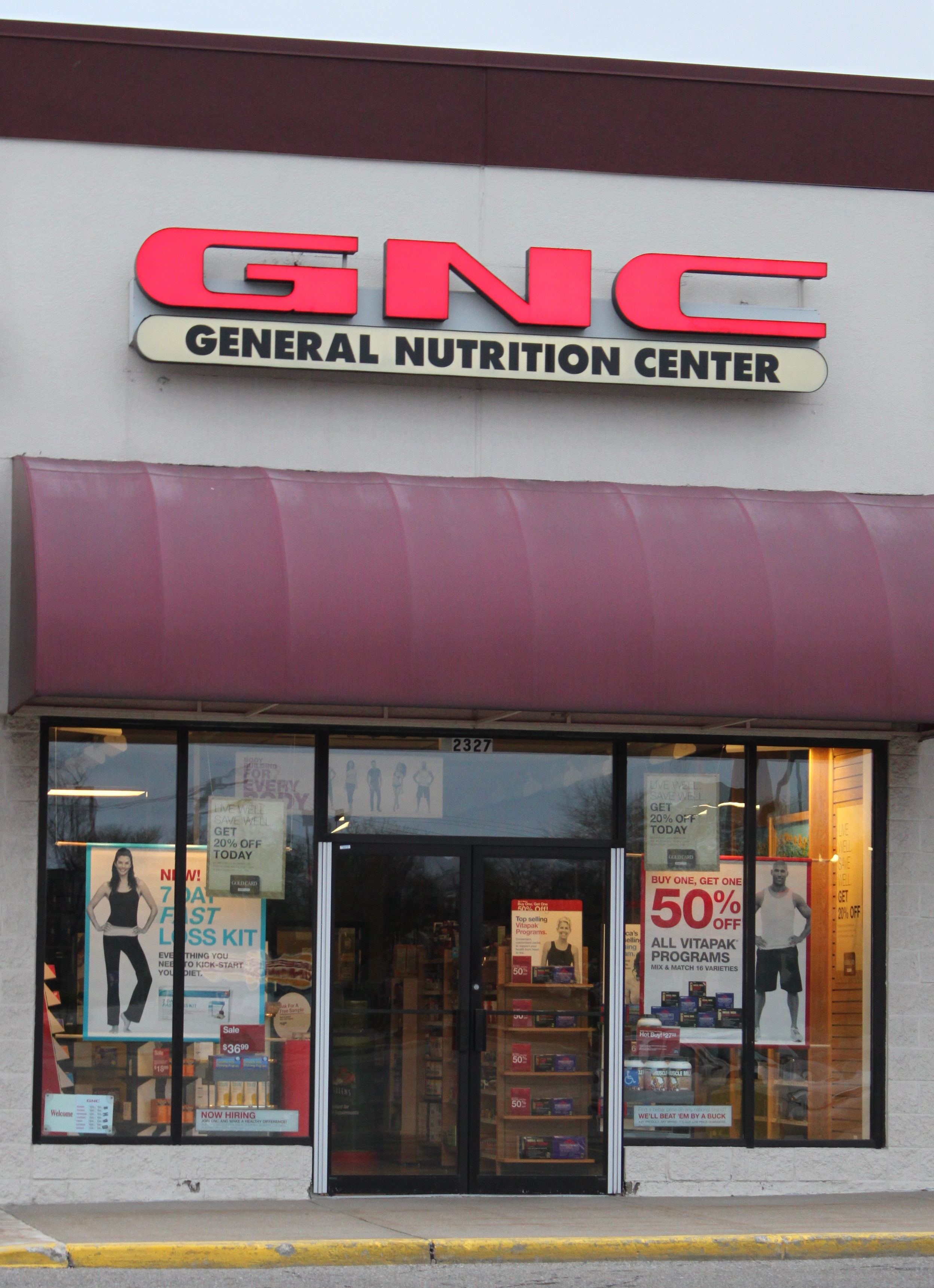 General Nutrition Centers Store.JPG
