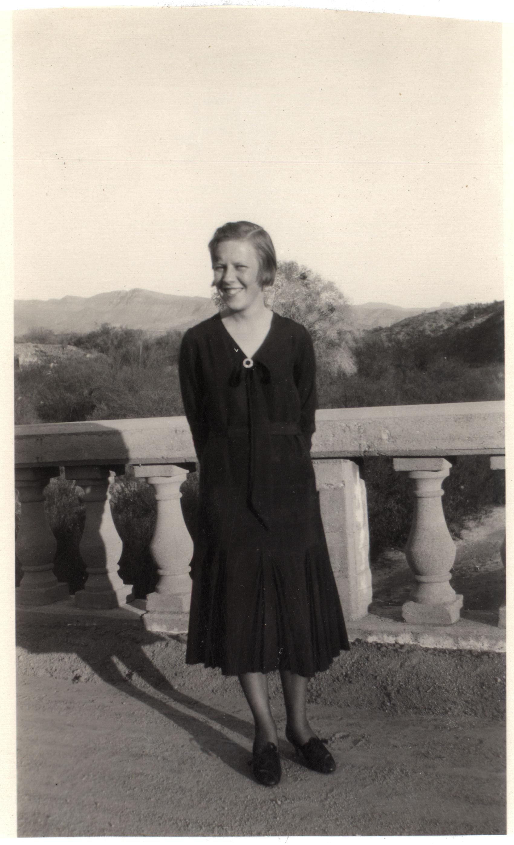 File:Girl in dress, early 1930s.jpg - Wikimedia Commons