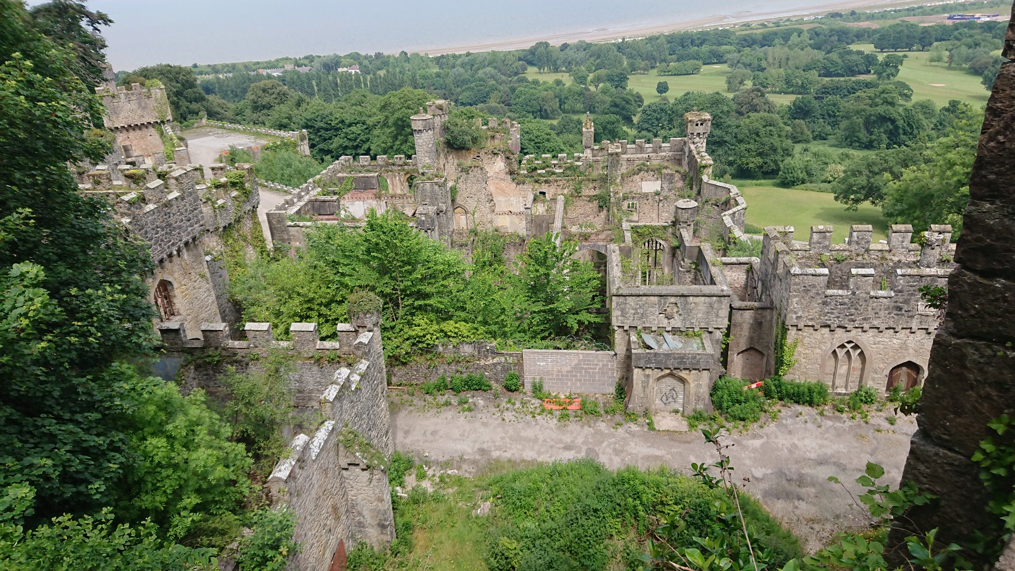 File:Gwrych Castle view 2.jpg - Wikimedia Commons