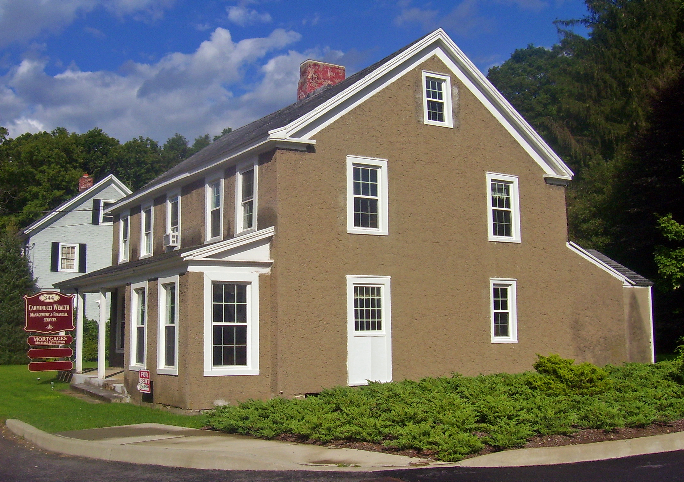 description houses in downtown somers