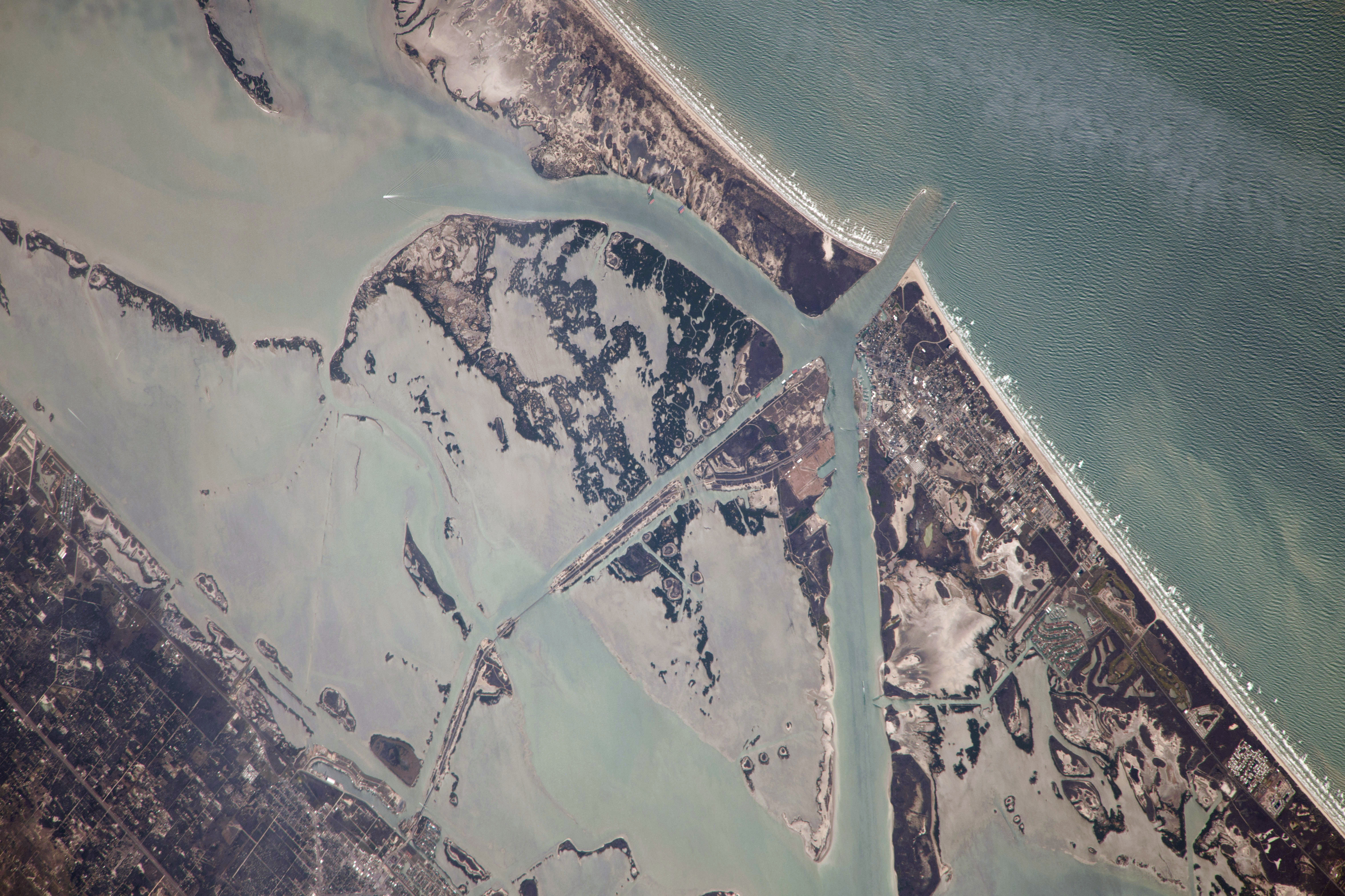 File:ISS-38 Intracoastal Waterway in southern Texas jpg - Wikimedia