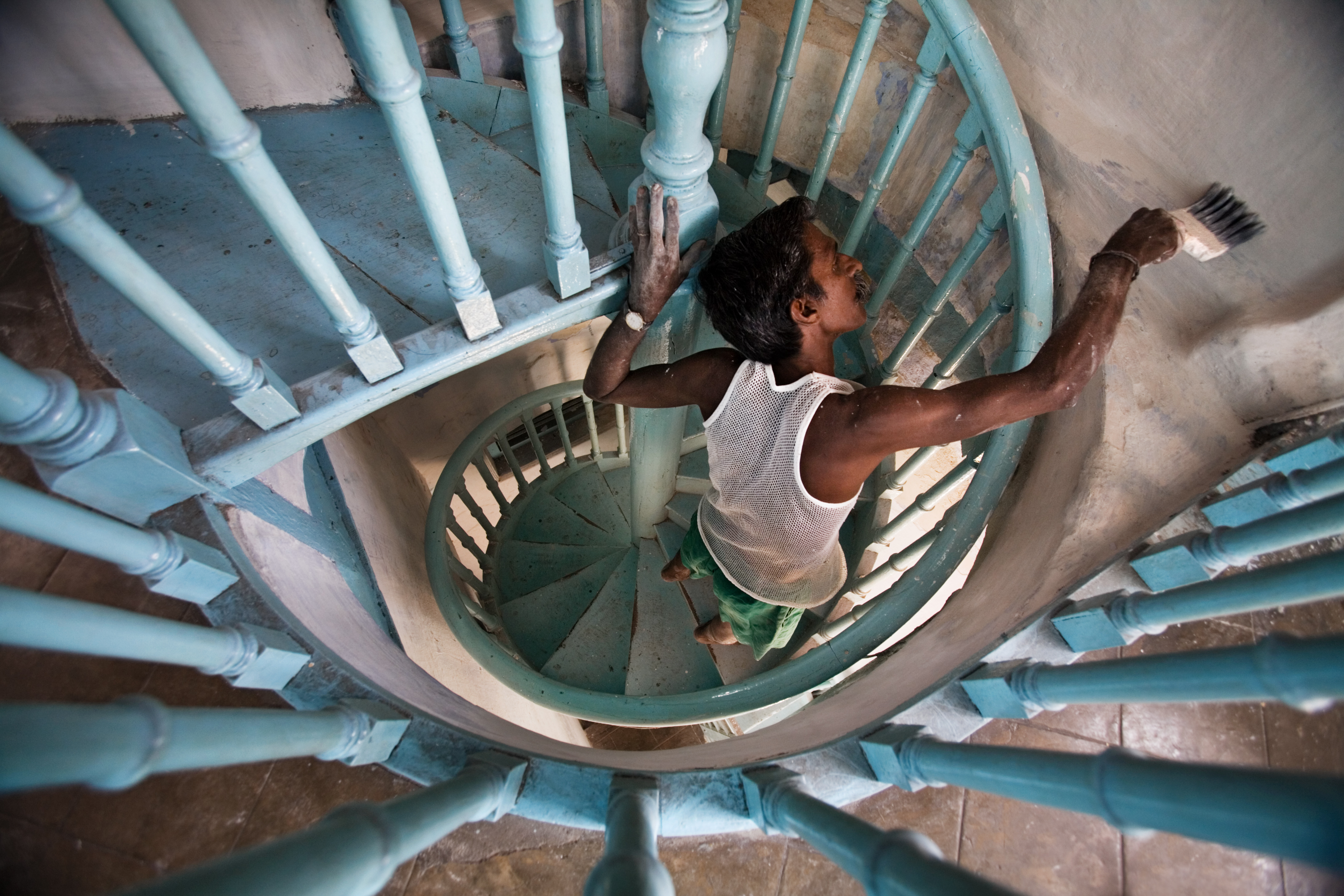 India Painting a staircase 0063jpg