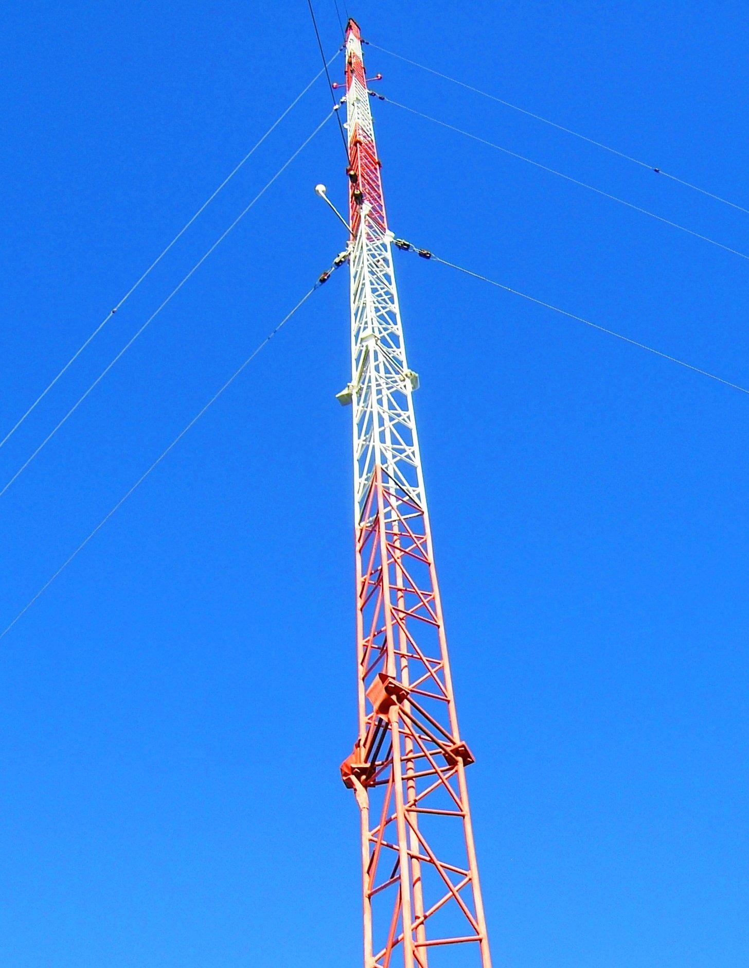 FileKBRC AM radio antenna tower.JPG   Wikimedia Commons