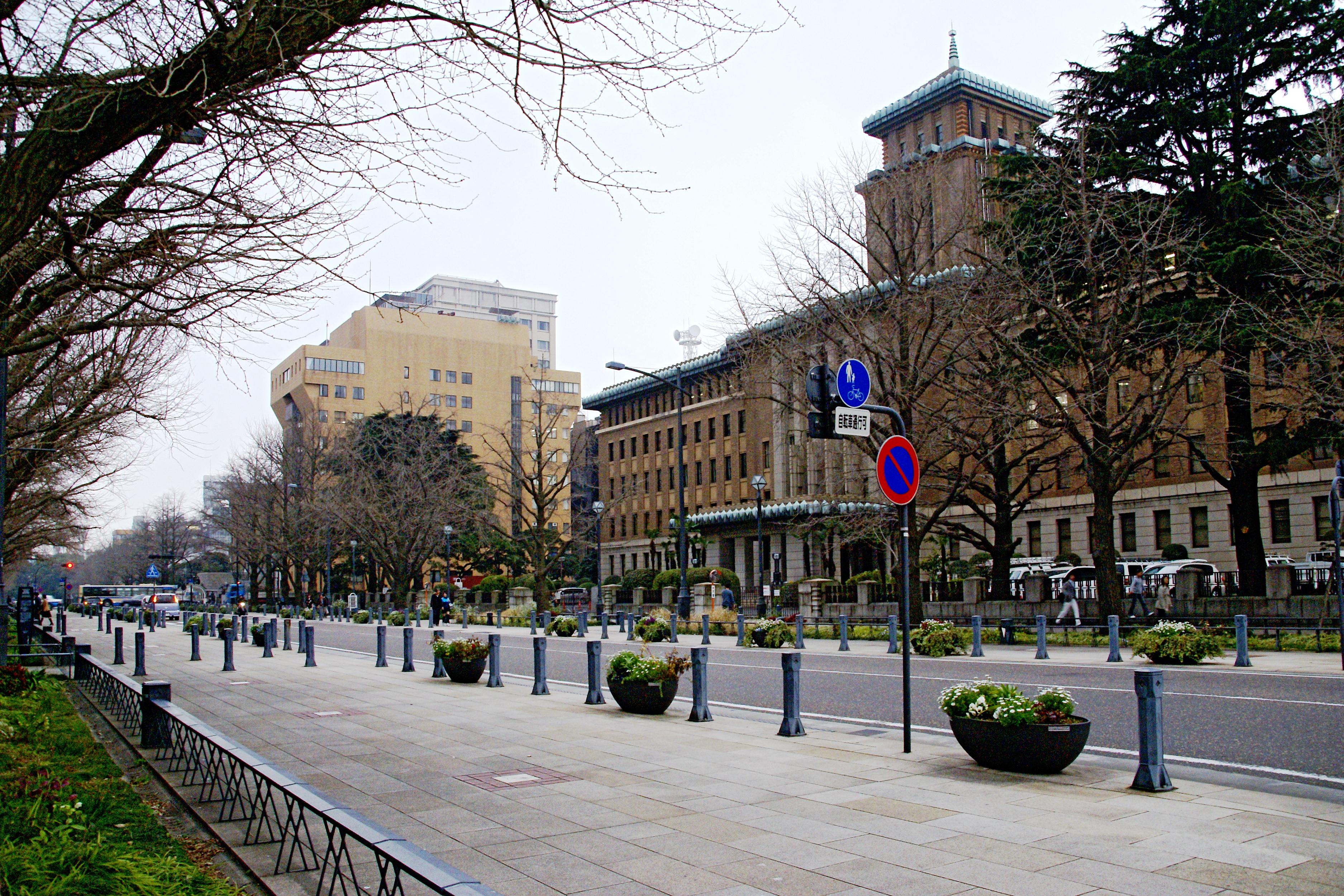 「神奈川県横浜市中区日本大通:日本大通り」の画像検索結果
