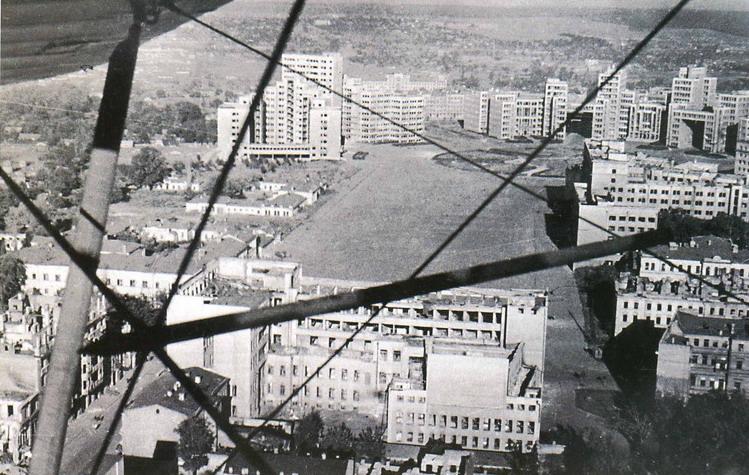 Kharkov_Dzerzhinsky_Square_(1943).jpg
