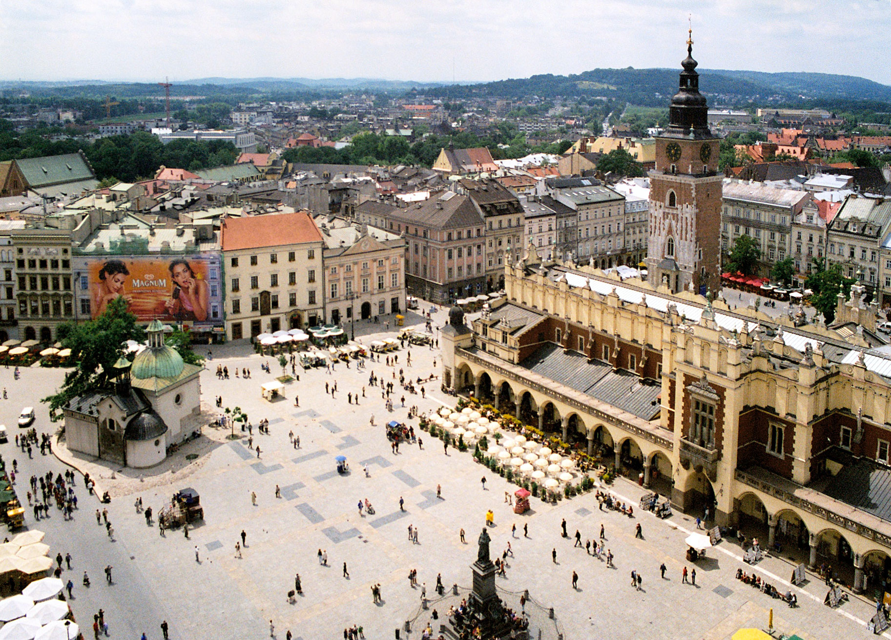 http://upload.wikimedia.org/wikipedia/commons/a/a5/Krakow_rynek_01.jpg