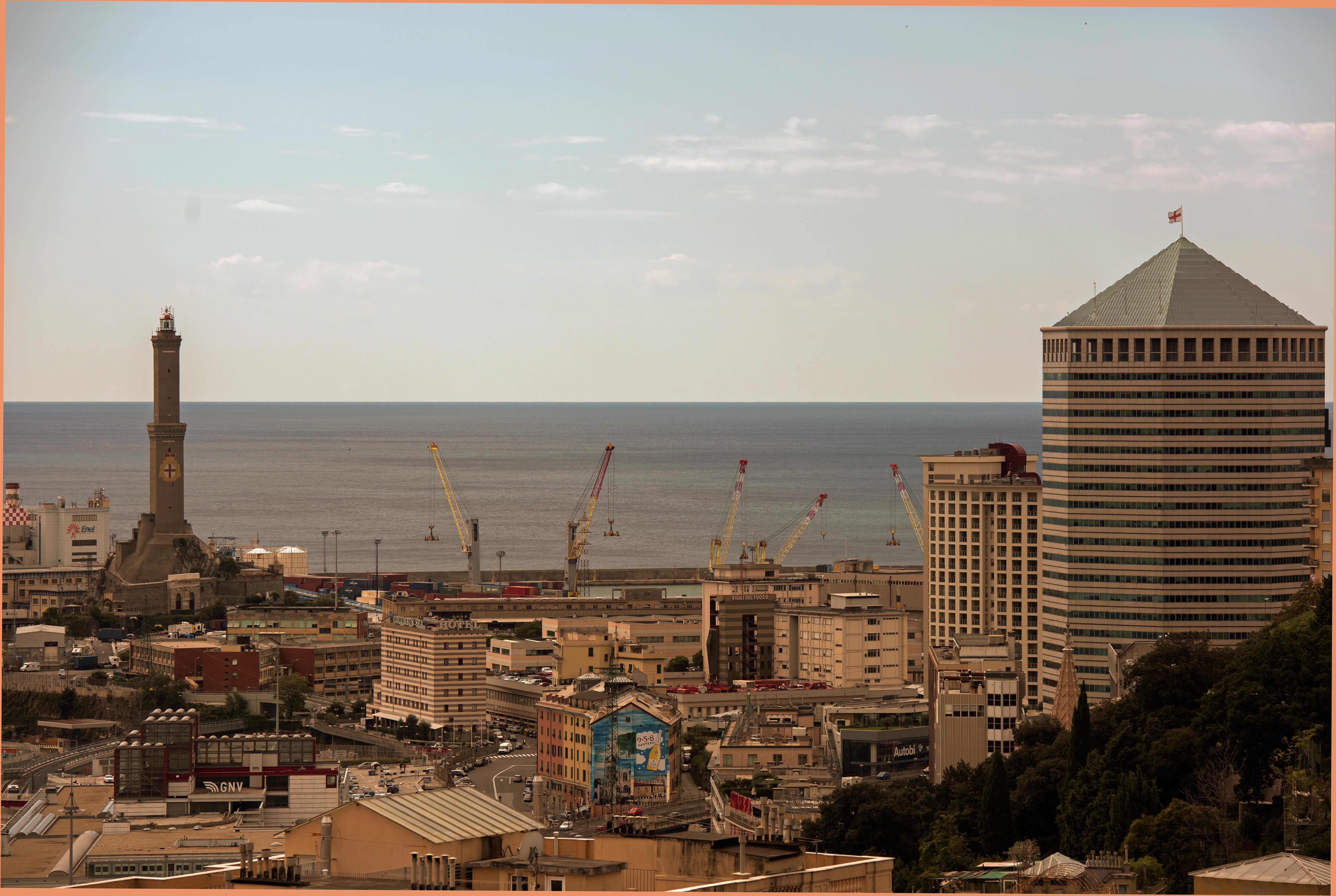 File:Lanterna di Genova dalla mia camera da letto.jpg ...