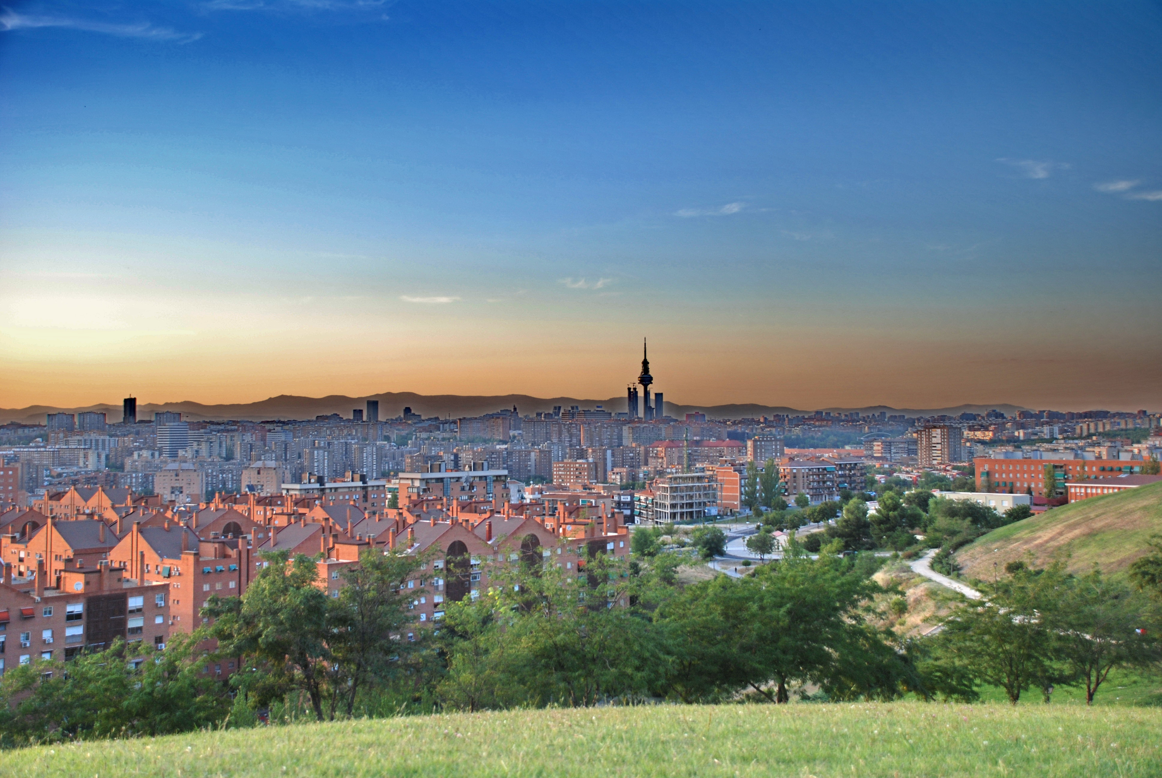 File:Madrid SkyLine - Cerro del Tío Pío.jpg - Wikimedia Commons