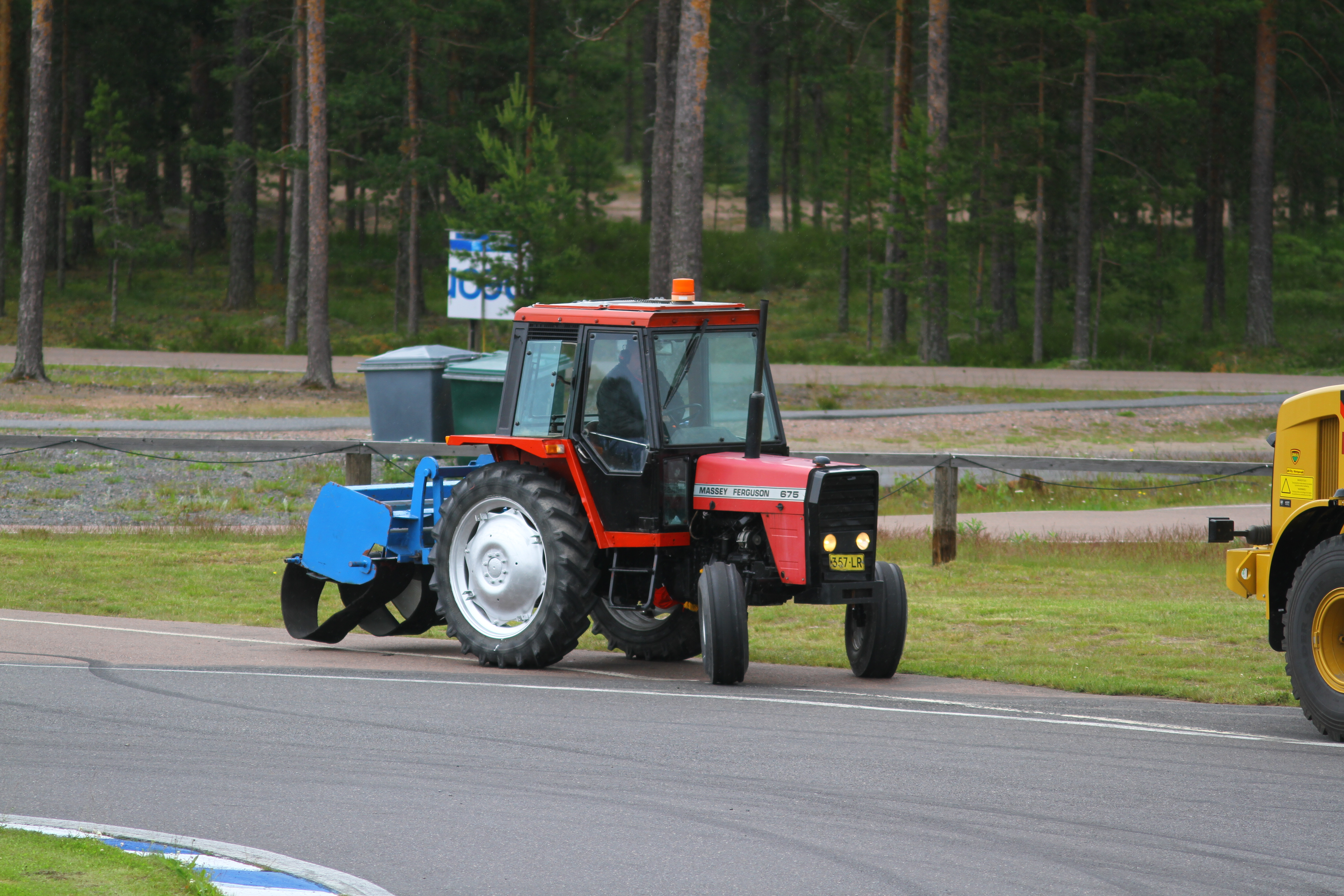 File:Massey Ferguson 675, Kamasa Drag Race Week, Alastaro, 30.6.2012